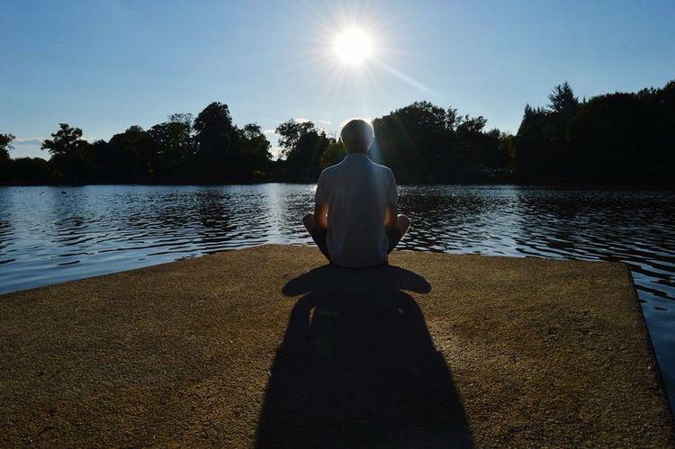 Meditation Time Lac Jetée Lumière Light Soleil Sun Creative Light And Shadow