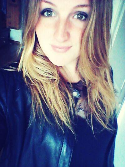 Hello World France Girl Hair