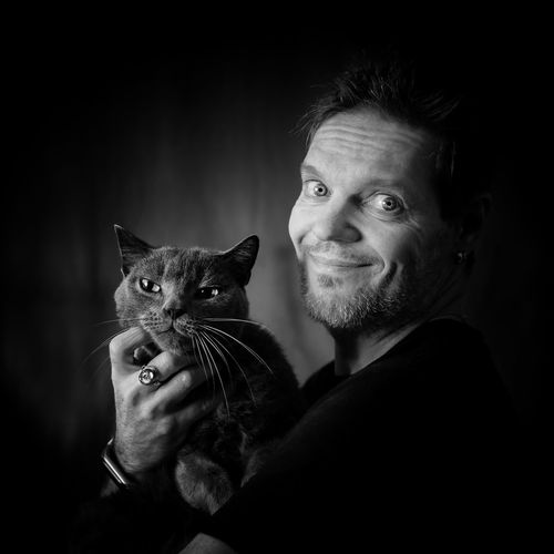 Chat et moi. Moments Of Happiness Friendship Black Background Pets Portrait Human Hand Smiling Happiness Cheerful Men Domestic Cat Cat Feline