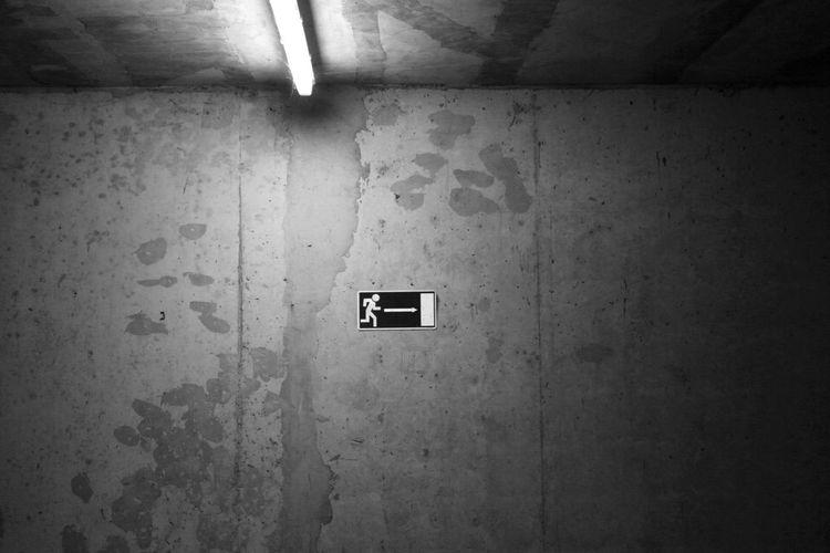 Exit Exitsign Wall Concrete Cracks EyeEm Best Shots - Black + White Eyem Collection Blackandwhite Black And White Black & White Blackandwhite Photography Black And White Photography Canon 70d Canon EOS 70D Canon Canonphotography Canon_photos Canon Eos  DSLR DSLR Photography Cracked Wall Cracked Surface Texture Background
