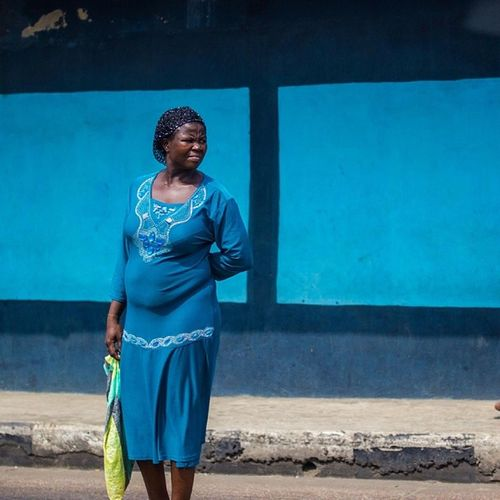 Mondaymorningblues arrived early this time! Lagos Nigeria Africa Naija nigerianwomen africanwoman streetphotography blue snapitoga