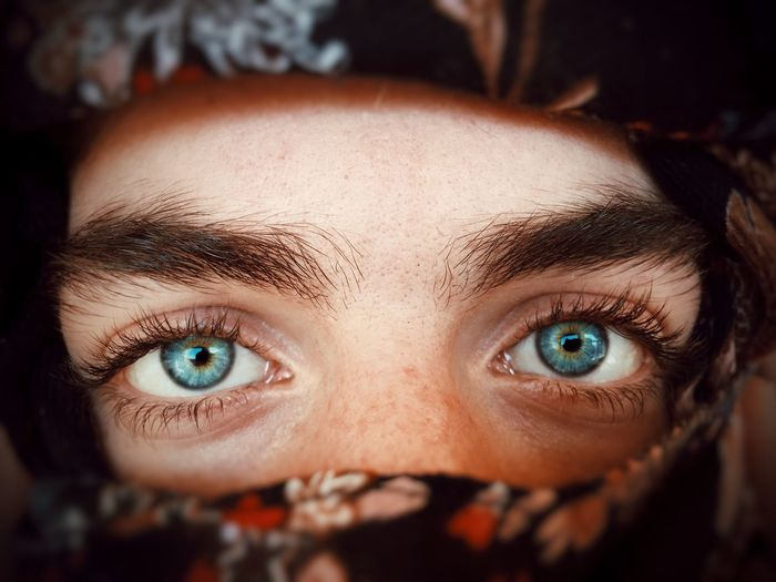 Eyes Scarf Eyes Beauty People EyeEm Selects EyeEm Gallery Portrait Close-up Eye One Person Body Part Human Body Part Looking At Camera Headshot Human Face Human Eye Front View Real People Lifestyles Focus On Foreground Young Adult Human Skin Eyebrow Selective Focus Leisure Activity Eyeball