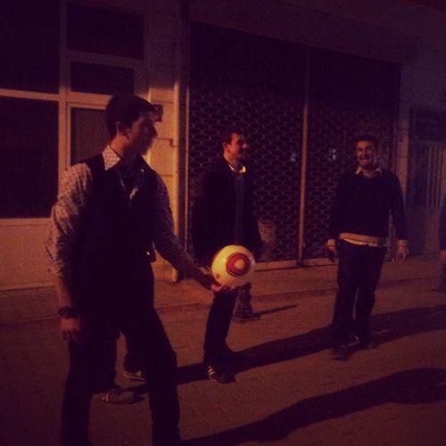 @sertanyetisir gece gece yelekle top mu oynanır :)