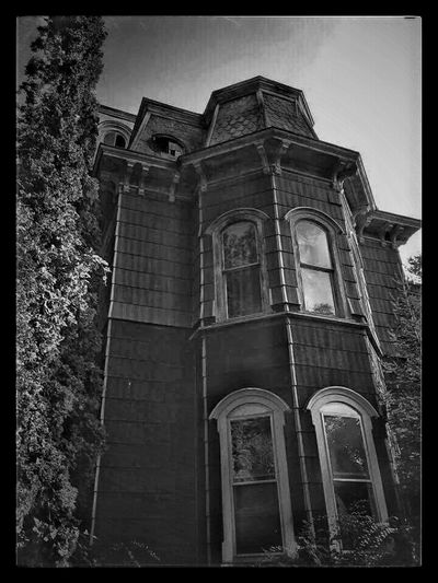 Hauntingly Beautiful Old House Abandoned Abandoned Beauty Things I See Deserted House EyeEm Best Shots Black And White Photography Architectural Detail Rurex Exploring The Countryside