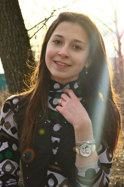 Russian Girl Sunny Day☀ EyeEm Best Shots Faces Of EyeEm Happy People Taking Photos Nature Fotografie Sun And Trees Happy :)