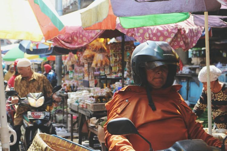 maybe this thing make me knows mean work hard Life Lifestyle Sell Food Market Service Services Lady Money Women Fruit Enjoy Vegetarian Hello World Helmet Helm Working Work Working Hard Women Wood - Material Heart Payung INDONESIA World Worldwide People Job Jobs Sunday EyeEm Ready