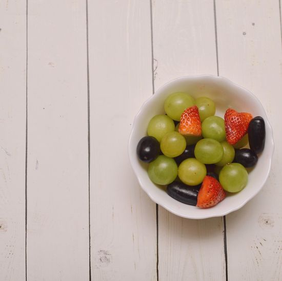 Fresh Flatlayfood Fruitsnacks Fruit Healthy Eating Copy Space Bowl High Angle View Food And Drink Freshness Indoors  Food No People Close-up Day