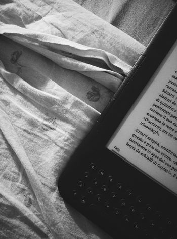 Kindle Reading A Kindle Black & White Time To Read