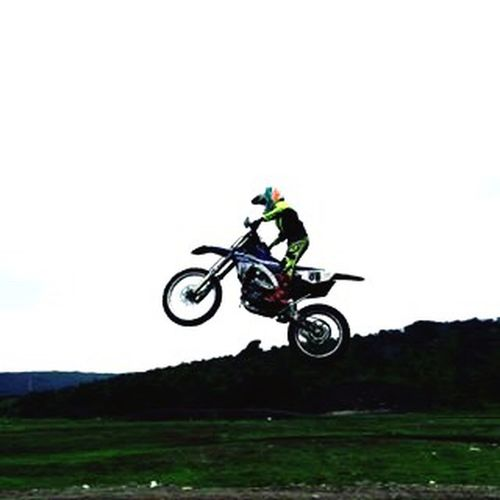 Yamaha Fx👌🏻👌🏻 Esquisita Jumping Mid-air One Person Stunt Motorcycle Transportation Headwear One Man Only Adventure Motion Skill  Sports Helmet Speed Extreme Sports Full Length Outdoors Motocross Clear Sky Helmet