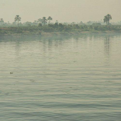 NileRiver Nile Nilo Rionilo egypt sea travel viaje monochromatic landscape viaje ...el Nilo, cinematográfico y emblemático. Fui testigo de cómo el tiempo se detuvo, y el inmenso silencio competía con la bruma de la mañana. Allí, sólo estaban nuestros pensamientos. Egipto, 2009.