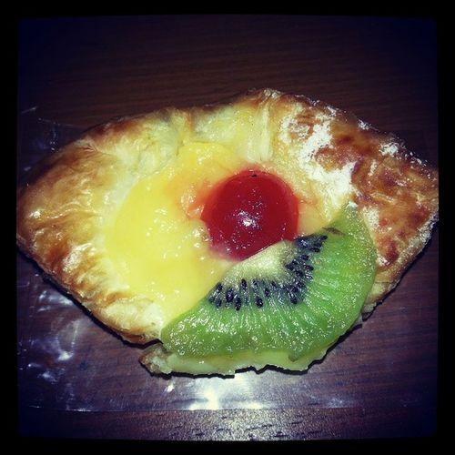 Cake Cerry Kiwi Yummy gomawo drgdini sayasuka mau lagi dund hehehe