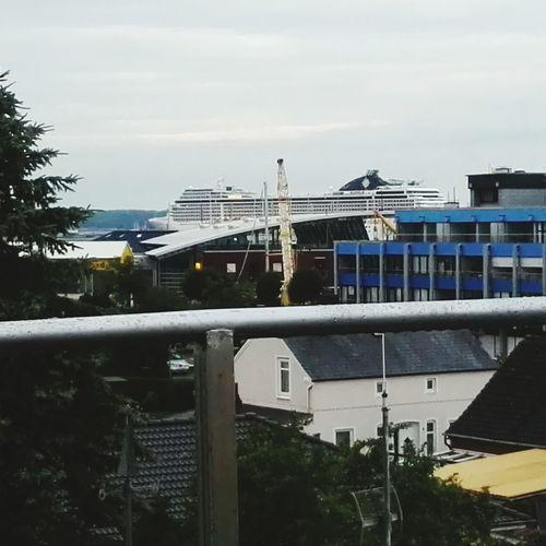 Ein herrlicher Blick aus der Wohnstube.Urlaub in Laboe seit jetzt 3Jahren ,meine grosse Liebe und irgendwann in absehbarer Zeit ganz sicher neue Heimat ! Das hier ist ,was mir im Harz schon mein gesamtes bisheriges Leben fehlt. Relaxing