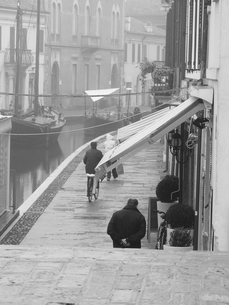 Architecture Balck And White Black & White Black And White Black And White Photography Black&white Blackandwhite Blackandwhite Photography Built Structure Casual Clothing City City Life Comacchio Comacchiocity Comacchiolidi Comacchiopiccolavenezia Comacchiosagradellanguilla Day Diminishing Perspective Full Length Men Person Rear View The Way Forward Walking