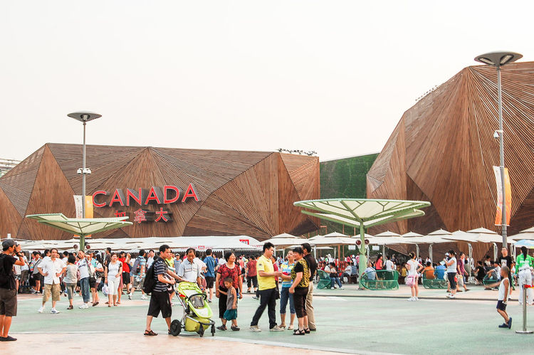 Architecture Arts Culture And Entertainment Building China Chinese Cultural Discovery Event Expo 2010 Image International Large Group Of People Leisure Activity Megalopolis Modern Recreational Pursuit Shanghai Tourism Tourist Attraction  Travel Urban Canadian Pavilion Traveling In China