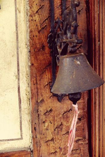 Alte Türglocke Old Bells No People Day Old Wood - Material Metal Rusty Wall - Building Feature