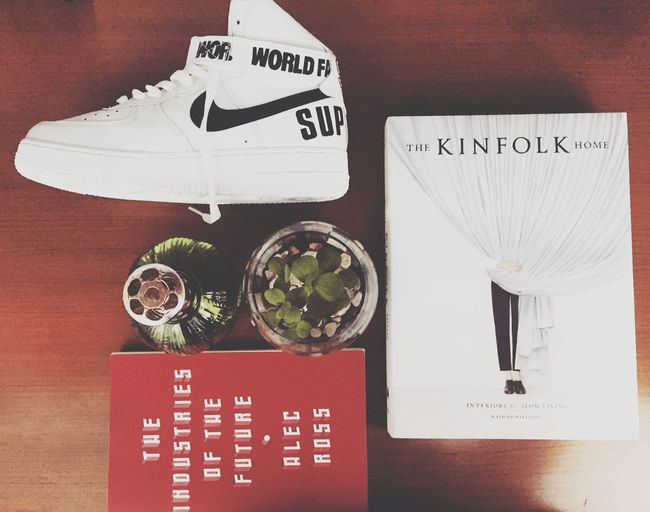 Essentials . My aunt told me to read the book - she said it's good Hypebeast  Minimalism Minimalobsession Minimalist Minimal Room Cozy Essentials Kinfolk Monocle Books Interior Design Interior Supreme Nike Streetwear Hype Slowlife Cozie Highsnobiety Chill Artofvisuals Kicks First Eyeem Photo