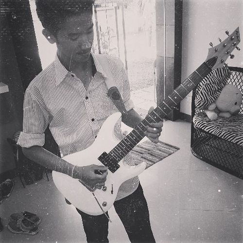 2 years ago hahaha With Perfect guitar Guitarist ArmWatcharapong