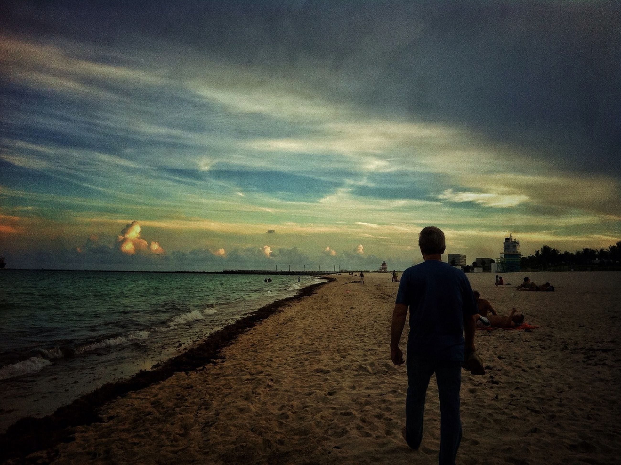 rear view, sea, beach, full length, water, lifestyles, shore, leisure activity, sky, horizon over water, standing, men, sunset, tranquil scene, scenics, beauty in nature, tranquility, walking