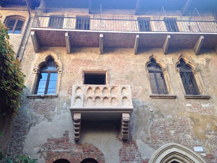 321/365 November 17 One Year Project 2017 Juliet  Juliet's House Juliet Balcony Romeo And Juliet Verona Veneto Italy Love Story Shakespeare Architecture Building Exterior Window Built Structure Balcony Day Outdoors Residential Building No People