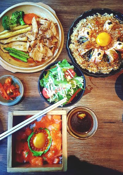 Yummy😋😋😋 Japanese Food Japanese Dishes Love Eating Eat All Day All Night Everyday Life Healthy Eating Sushilover Fevorite Food Salmon Donburi Salmon Rolls Grilled Pork Salad Bowl Think Green Enjoying A Meal EyeEmNewHere