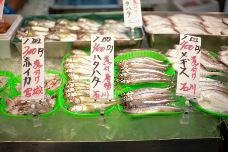 おさかな天国。 Fish Food And Drink Food For Sale Sweet Food Retail  Text Freshness Variation Choice Store Price Tag No People