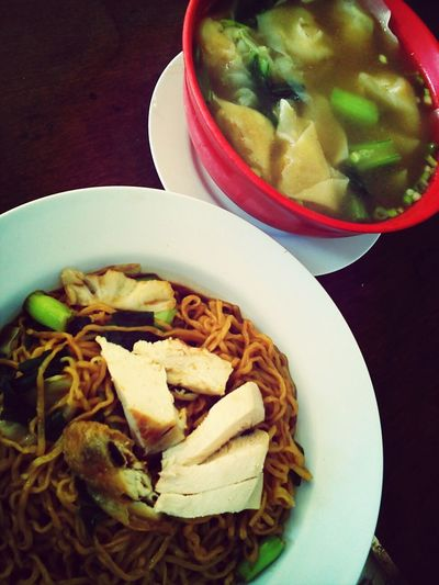kon lo mee manuk with wuntun soup...