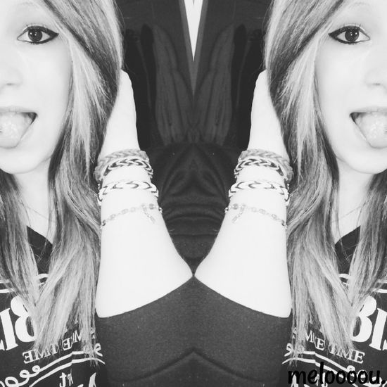 Aime moi comme je suis.? That's Me Enjoying Life Kiss Love