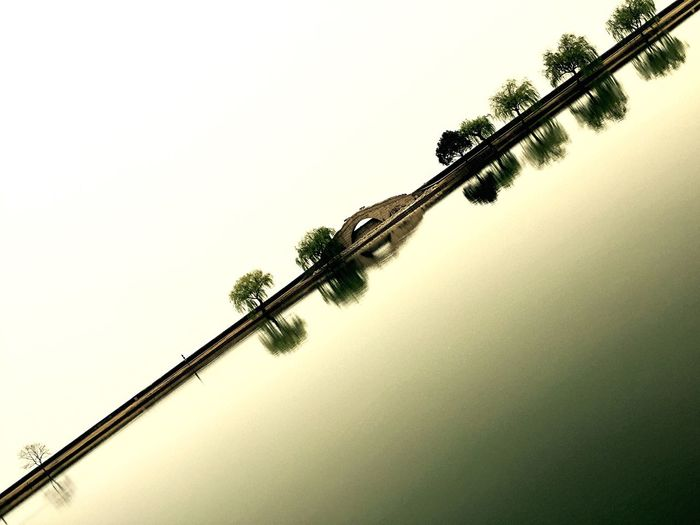 Water Reflections Water Mirror Willow Suzhou, China Stone Bridge Schatten Shadow Trees And Sky Spring Water Reflection Diagonal Diagonal Lines