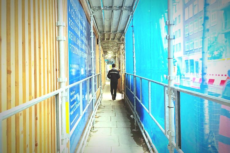 Solo Rear View Full Length Walking Real People One Person Architecture Streetwise Photography The Way Forward Men Built Structure Direction Lifestyles Day Adult Footpath Graffiti Wall - Building Feature Indoors  Leisure Activity Alley