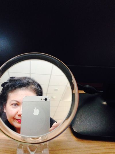 Mirrorselfie Ampai Jangbumrung 🏌 My Office Portrait Of A Woman Selfie ✌ NoEditNoFilter Faces Of EyeEm Elegance Everywhere Smile Color Portrait