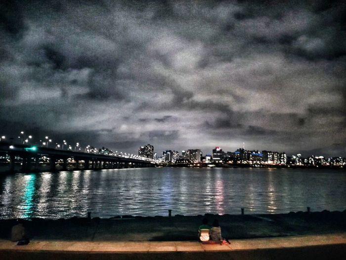 힐링 여행 강 호수 구름 비온뒤 밤 한강 Night City Water