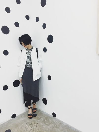 Quiet Moments That's Me Relaxing Leaning Corner Yayoi Kusama Exhibition Polkadots Portrait Of A Woman Portrait