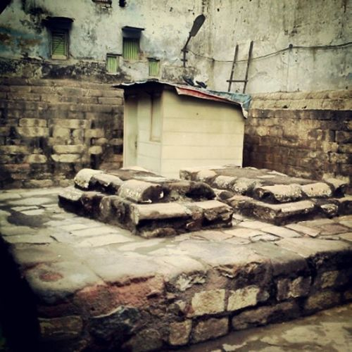 India's first Woman Ruler is Sleeping Here... RaziaSultan Tomb PahariBhojla BulbuliKhan BazarChitliQabar TurkmanGate JamaMasjid OldDelhi Turkish SlaveDynasty DelhiSultanate