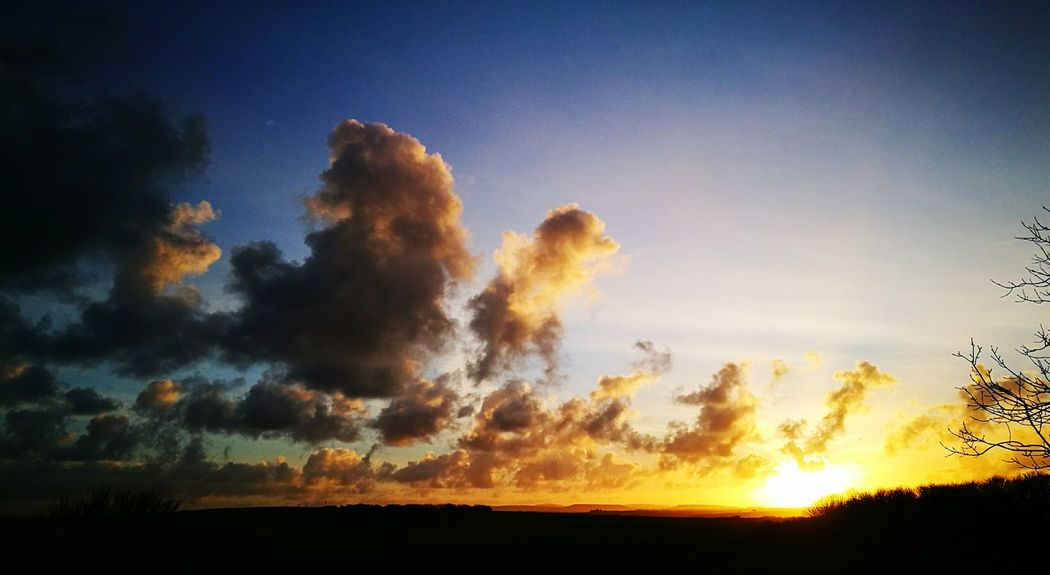 Lovely start to the day Sunrise Sunrise_Collection Sunrise_sunsets_aroundworld Sky Outdoors Beauty In Nature Cloud - Sky Cornwall Uk Cloudscape Natural Beauty Mother Nature Landscape Scenics Huawei P 9 Seascape Morning Sky Ukweather Dramatic Sky