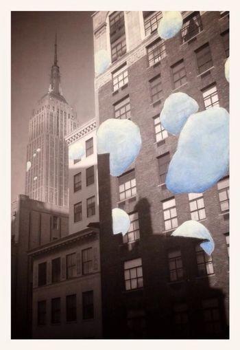 ----UrBanCloud 2---- 44x32 acrilico su carta. Riguardando alcuni scatti che ho fatto qualche anno fa a New York mi sono accorto solo ora che nel momento in cui osserviamo un ombra ci sfugge completamente il fatto che essa è la risultante della luce che attraversa il cielo , quest' ultimo diventa però invisibile ai nostri occhi. Io lo vedo così in URBANCLOUDS NY ,pochi pezzi , una semplice sperimentazione. Nessun Photoshop , solo una foto , un ombra , i miei pennelli , i miei colori e il cielo che non c'è e appare all 'improvviso.Tanta voglia di tornarci per rivedere se le stesse sagome mi rifaranno vedere lo stesso cielo, per sentire gli stessi sapori aerei di una metropoli che sicuramente non e' più quella che vidi. www.Facebook.com/chris.iamdandhys Art Is Portable With Caseable