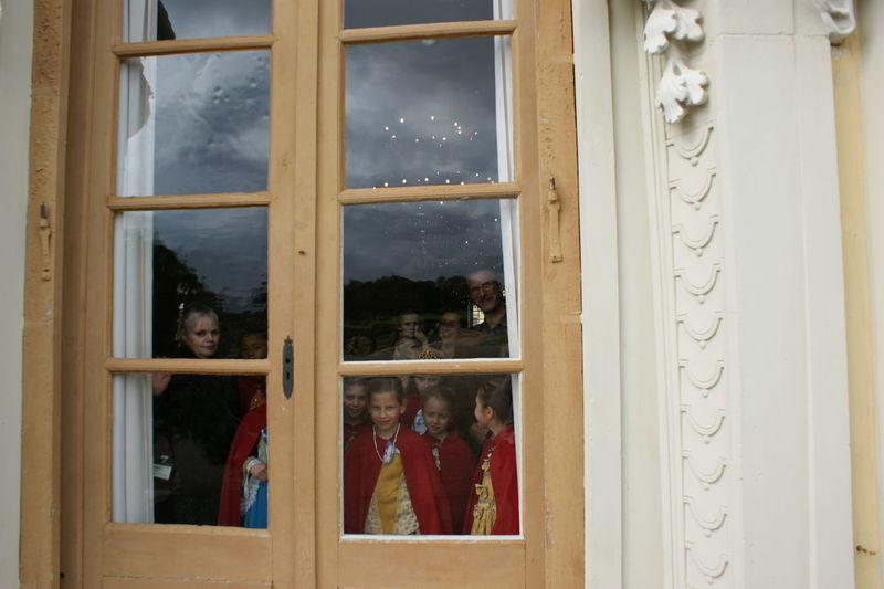 Children At Door Children At Window Children In Schloss Door Entrance Old-fashioned Window