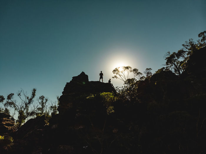 Morning drone shot from the hike up Mount Solitary in the Blue Mountains ☀️😜☀️ Lens Flare Sun Rock Men Silhouette Leisure Activity Low Angle View Outdoors Lifestyles Two People 2 Persons Couple Drone  Dji Hiking Hiking Adventures Close-up Mount Solitary Blue Mountains Sydney Australia Sky Sunlight Adventure Tree Nature Scenics - Nature Tranquility Clear Sky Real People DJI Mavic Air Exploring Mountain Travel Destination Tourism Discover  Shadow Against The Sun From Below Edge Wanderlust My Best Photo Bushland Contrast Bush Escarpment Against The Light Going Higher Peak