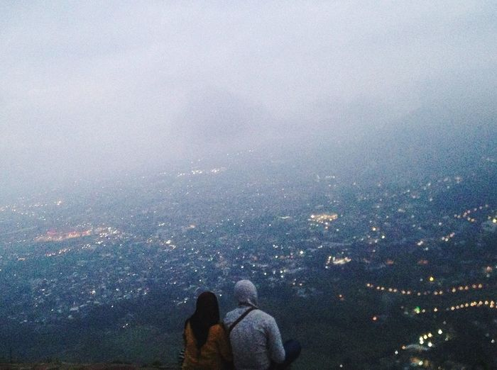 Gapapa fotoin orang lagi pacaran 💙 Cityscape Two People Newplace Landscape_Collection High Angle View