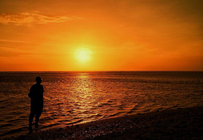 Sea Sunset Horizon Over Water Silhouette One Person Beach Enjoying The Sun Landscape Photography The Week On EyeEm First Eyeem Photo Eye4photography  Beauty In Nature EyeEm Best Shots EyeEm Gallery EyeEm Selects Travel Destination Be. Ready. EyeEmNewHere