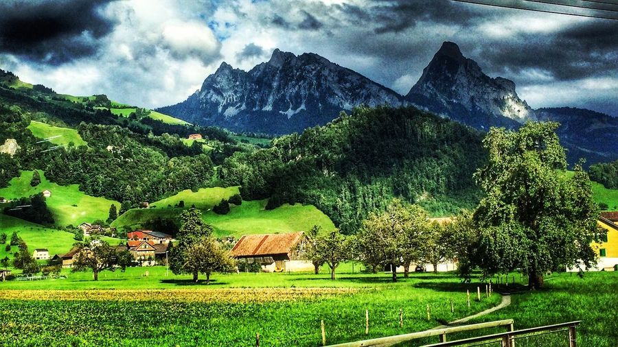 El Mythen desde el tren... Schwyz