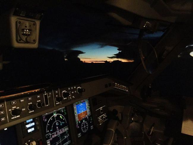 Flying EMB195 Cockpitview Cloud Sunset