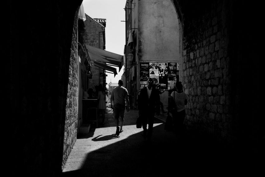 Archineos Croatia Old City Walls Dubrovnik Silhouette Ugo Villani B&n B&w Bianco E Nero Black And White Photography Blanco Y Negro Croazia Dubrovnik Monochrome Old City Shadows The Way Of Light