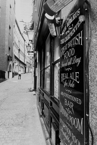 Architecture Built Structure City Classical Architecture Londonthroughmycam Love Photography London Streets City Street Architecture Black & White Black And White Collection  Travel Photography Londonstreets London Lifestyle Pubs Pub Grub English Pub Summertime English Pub Scene