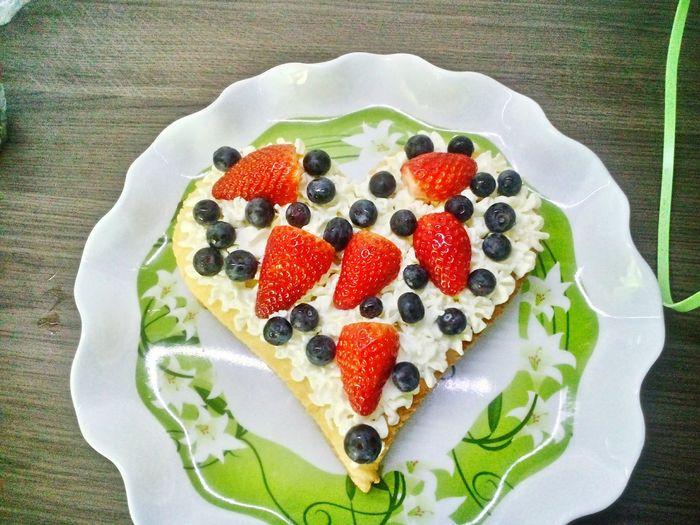 Valentines day cake Strawberries Blueberries Cake Valentine's Day  Love For Husband Kitchen Cake Sweet Food Blackberry - Fruit