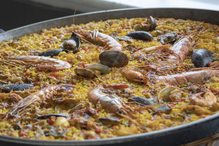 Spanish Paella Food Food And Drink Close-up Kitchen Utensil Seafood Freshness Meat Selective Focus No People Healthy Eating Ready-to-eat Wellbeing Indoors  Cooking Pan Household Equipment Still Life Temptation Paella Paella De Marisco Spanish Paella 🥘