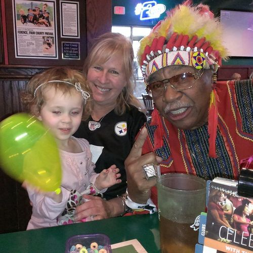 Chiefzee made a heart balloon for my Niece  at the Greeneturtle in Mountairy yesterday! Redskins Steelers Mascots