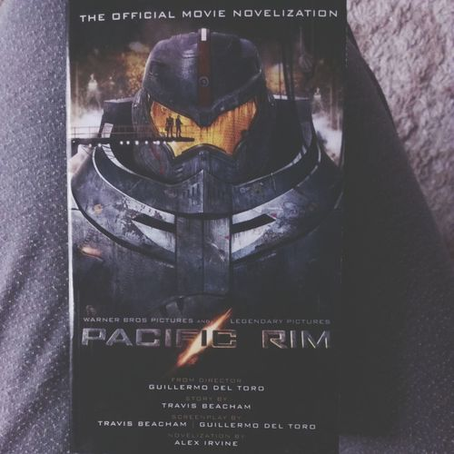 pacific rim novelization. I can't get enough of this movie Pacific Rim Book