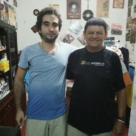 Um verdadeiro peso pesado da cultura vinil do Ceará e que tenho orgulho de ser amigo e grande admiração por esse cara, salve salve Mário Vinil Bolacha Preta... Music Disco LP