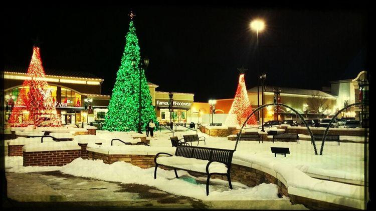 Xmas Tree Christmas Lights Snow Mall