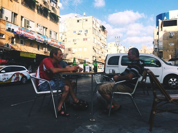Embrace Urban Life Real People Sitting One Animal Building Exterior The Street Photographer - 2017 EyeEm Awards Adapted To The City Men Chair Pets Built Structure Architecture Outdoors Full Length Lifestyles Leisure Activity Land Vehicle City Mammal Day Enjoy The New Normal מייסטריט מיינתניה Street Photography